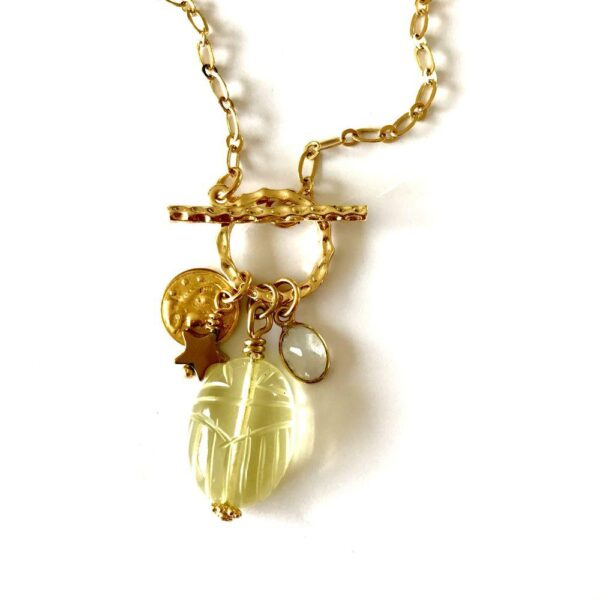 collier toggle scarab