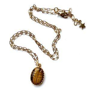 sautoir médaillon scarabée